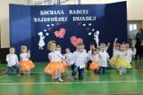 Wspaniała akademia w szkole w Miedzierzy z okazji święta babci i Dziadka. Zobacz ja na zdjęciach