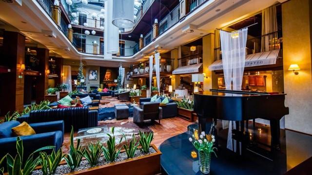 Restauracja Patio w Grand Hotel Rzeszów proponuje niebanalne dania, łącząc tradycję, jakość z nowoczesnymi technikami kulinarnymi. Atutem jest także oryginalny wystrój.