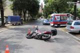 Chorzów: Wypadek na ul. Krzyżowej. 20-latka wymusiła pierwszeństwo motocykliście. Mężczyzna trafił do szpitala,