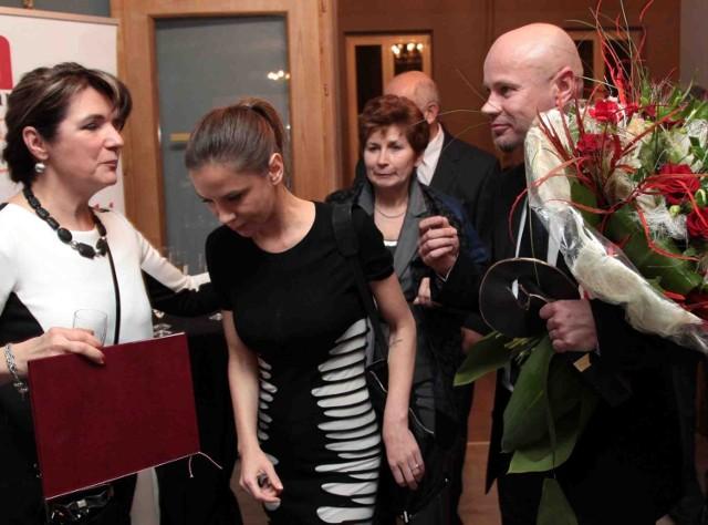 Adam Maciejewski przybył na ceremonię z piosenkarką Natalią Lesz.