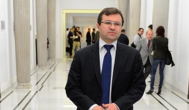 Zbigniew Girzyński jest posłem Prawa i Sprawiedliwości z Torunia. Jest też pracownikiem Wydziału Nauk Historycznych na Uniwersytecie Mikołaja Kopernika