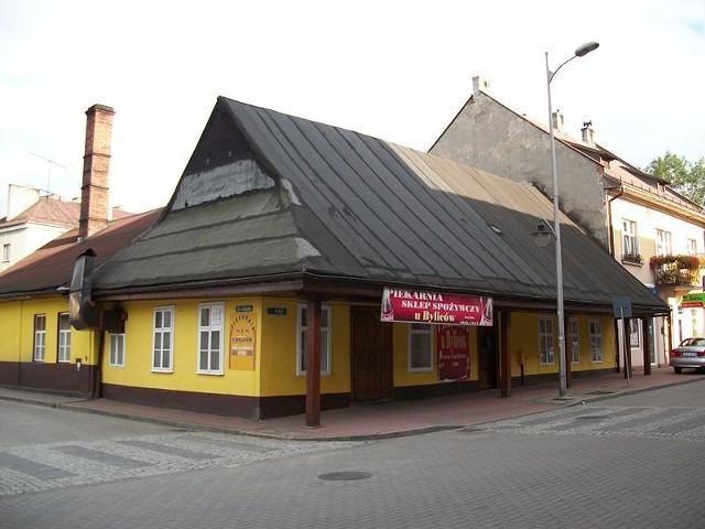 Drewniany dom podcieniowy w Andrychowie. Jeden z ostatnich, zachowanych z tradycyjnej zabudowy miasta.