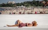 Co można na plaży? Wytyczne sanepidu dla kąpielisk w Polsce. Limit osób, odległości i zasady higieny w trakcie epidemii SARS-CoV-2