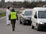 Od 27 marca przekraczający granice objęci są 14-dniową kwarantanną. Kto jest zwolniony? Jakie trzeba mieć dokumenty?