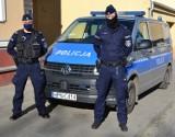 Pruszcz Gdański. Policjanci uratowali kobietę z płonącego budynku