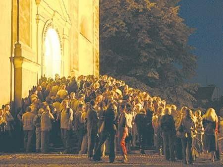 Przed miejscami, gdzie odbywały się będą projekcje i koncerty znowu ustawią się tłumy młodych ludzi z całej Polski. Wojciech Trzcionka