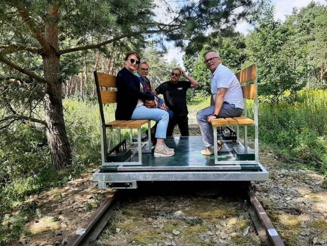 Drezyną po nieczynnej linii kolejowej nr 368 z Sierakowa do Lesionek. To możliwe. Na ciekawskich czeka też Muzeum Kolejnictwa w Nojewie.