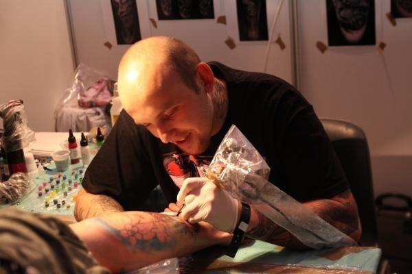 Rośnie Zainteresowanie Tatuażem I Piercingiem W Warszawie