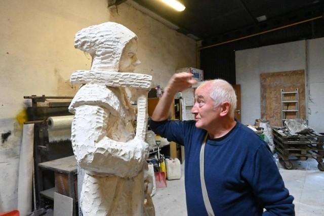 Kolejna rzeźba gwarka w Tarnowskich Górach zostanie oficjalnie odsłonięta w Barbórkę, 4 grudnia. Zobacz kolejne zdjęcia. Przesuwaj zdjęcia w prawo - naciśnij strzałkę lub przycisk NASTĘPNE >>>