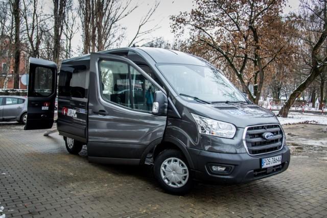 Urząd Miejski w Ostrowie kupił busa dla seniorów