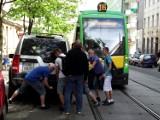 Land Rover blokował torowisko - trzeba go było przesunąć! (zdjęcia)