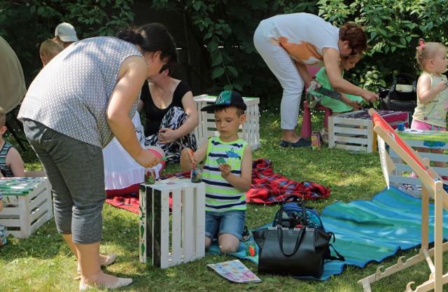 Przy ładnej pogodzie, wakacyjne zajęcia mogą odbywać się w ogrodzie Biblioteki Miejskiej w Grudziądzu