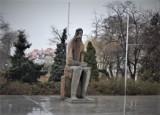 Rocznica urodzin rzeźbiarza Jerzego Jarnuszkiewicza, autora pomnika Adama Asnyka w Kaliszu ZDJĘCIA