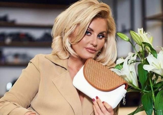 """Dagmara Kaźmierska jest gwiazdą programu """"Królowe życia"""". Zobacz ją w różnych stylizacjach."""
