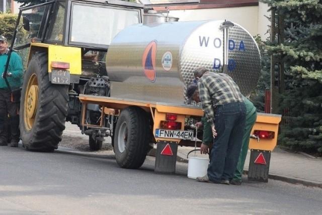 Problemy z wodą w gminie Dąbie. Do sześciu miejscowości dojadą beczkowozy.