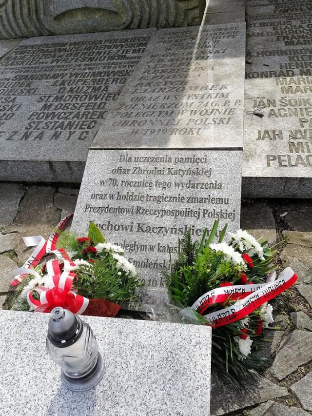 Władze Lublińca i poseł Andrzej Gawron upamiętnili ofiary katastrofy smoleńskiej