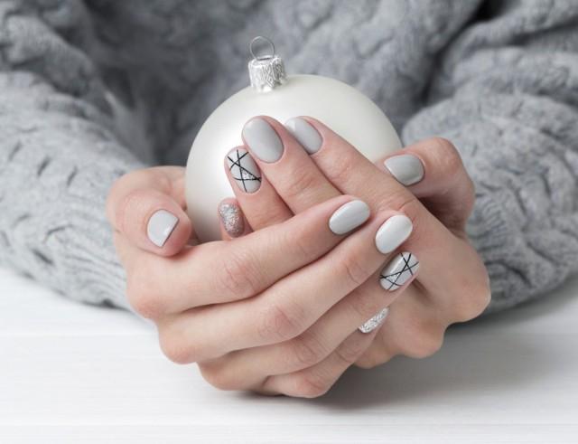Czy to już pora na świąteczne paznokcie? Jak najbardziej, w końcu mikołajki tuż-tuż! Zobacz piękne zdobienia świąteczne na paznokcie, zainspiruj się!