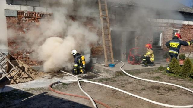 Dziś rano w piwnicy domu jednorodzinnego w Borównie pojawił się ogień - mówi st.kpt. Tomasz Guzek, oficer prasowy KP PSP w Chełmnie.