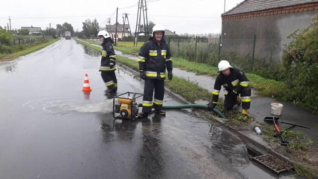 Druhowie wypompowali wody z jednej z posesji w Unisławiu przy ul. Grudziądzkiej.