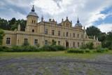 Pałac w Golejewku. Piękny obiekt z roku na rok ma się coraz gorzej. Jak wygląda w środku? [ZDJĘCIA]