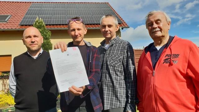 Mieszkańcy wsi Szczepanek mają problem z oddawaniem zielonej energii do sieci. Tauron zareagował już na zgłoszenie klientów.
