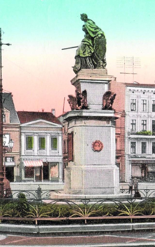 6-metrowy monument Germanii na środku Rynku
