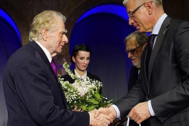 W 2019 roku Poznańską Nagrodę Literacką otrzymał Wiesław Myśliwski.