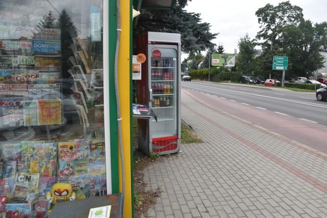 Złodzieje włamali sie m.in. do lodówki z napojami przy kiosku w Gumniskach