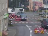 Przy przejeździe kolejowym w Wejherowie ulatnia się gaz ziemny. Część ulicy Puckiej zamknięta [ZDJĘCIA]