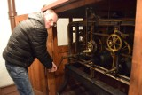 Zegar w ratuszowej wieży ma ponad 90 lat. Zobacz jego serce [zdjęcia]