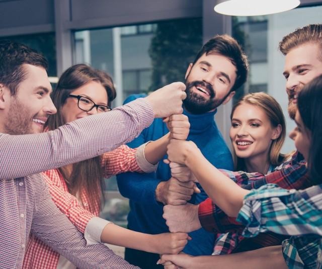 Kandydaci do pracy mogą porozmawiać z przedstawicielami poszczególnych firm, zdobyć wiedzę na temat wymogów stawianych przez pracodawców, wziąć udział w szkoleniach, warsztatach i prelekcja, a także - porównać warunki zatrudnienia.