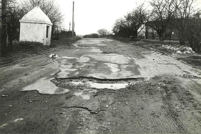 Ul. Wyzwolenia również nie grzeszyła równością asfaltu  Lublin, 1979r.