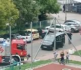Chorzów: 37-letnia kobieta wypadła z trzeciego piętra klatki schodowej. Lądował helikopter LPR. Zobacz ZDJĘCIA