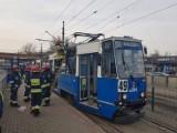 Kraków. Pożar pantografu w tramwaju linii 49. Akcja gaśnicza przy Klimeckiego