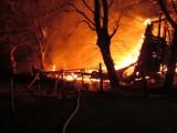Pruszcz Gdański: Pożar strawił drewniany hangar z 1943 r. Miał zostać zrekonstruowany [ZDJĘCIA]