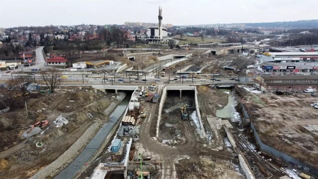 Intensywne prace związane z budową Trasy Łagiewnickiej prowadzone są m.in. w rejonie ul. Zakopiańskiej.