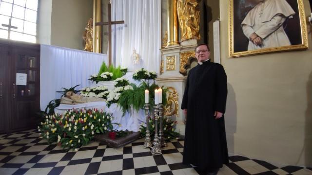 Wielkanoc 2020, Piotrków: Groby Pańskie w kościołach w Piotrkowie podczas epidemii koronawirusa