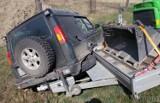 Strobice. Wypadek pod Nysą na drodze krajowej nr 46. Samochód wiozący koparkę wpadł do rowu