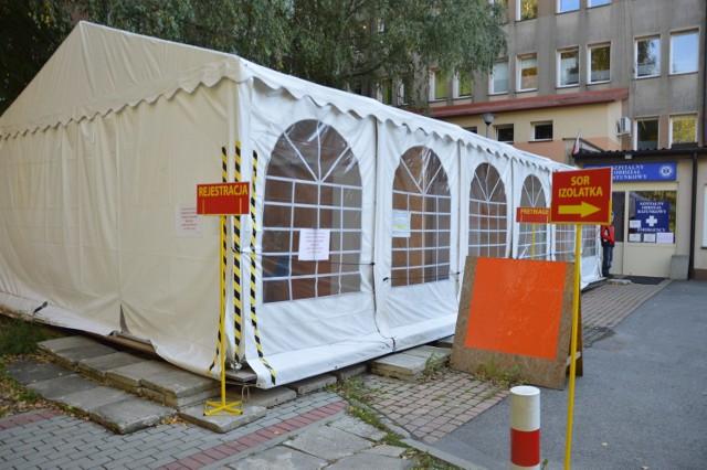Oddziały dla chorych na COVID-19 w Bochni i Brzesku pękają w szwach