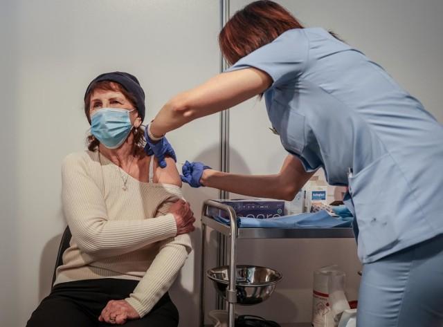 W jaki sposób seniorzy mogą dostać się do punktów szczepień?