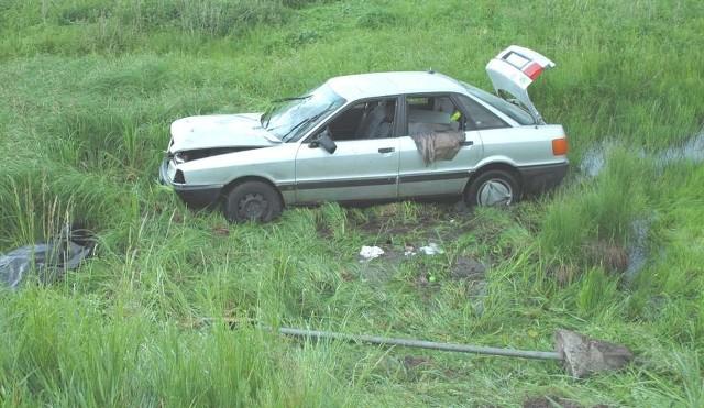 Mimo, że kierowca audi próbował ominąć przebiegającą przez jezdnię 71-latką, doszło do potrącenia. Kobieta zginęła na miejscu.