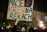 """""""Jest nas dużo i jesteśmy w***!"""" Protest w Krakowie mimo obostrzeń [ZDJĘCIA]"""