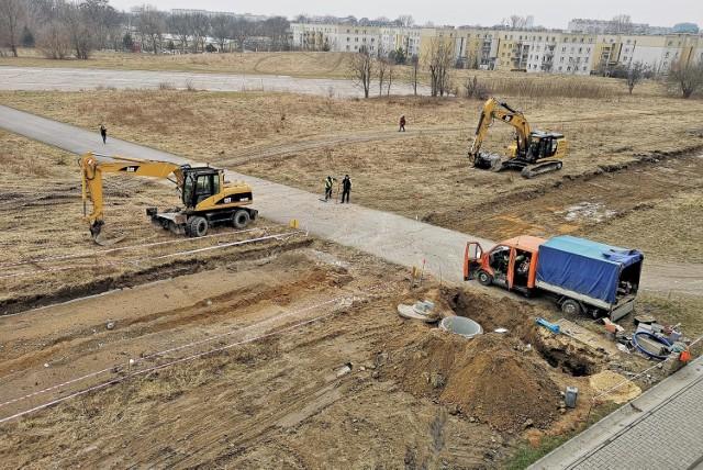 Budowa drogi technologicznej do Centrum Nauki Cogiteon. Droga powstaje wzdłuż alei Bora-Komorowskiego