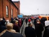 Chaos w Starej Kopalni w Wałbrzychu, gdzie trwają szczepienia na koronawirusa. Padł system rejestracji, na pomoc wysłano Straż Miejską