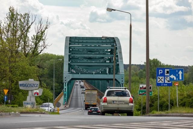 Most Fordoński im. Rudolfa Modrzejewskiego w Bydgoszczy. Stalowa konstrukcja przęseł wykonana została w 1956 roku, a podpory mostu powstały jeszcze w XIX wieku.