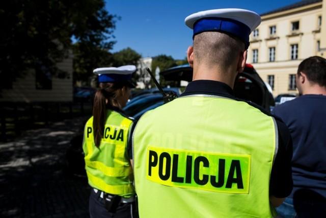 W 2019 roku na terenie Warszawy i okolic doszło do 41 zabójstw. Najwięcej w Wołominie oraz rejonie Pragi-Południe. W obu miejscach zabójstw było 5.  Żadnego zabójstwa nie odnotowała jedynie policja w Mińsku Mazowieckim. Cztery tragiczne zdarzenia miały miejsce na terenie Woli i Bemowa, w Otwocku trzy, zaś w Śródmieściu, która przeważnie jest dzielnicą najbardziej pracochłonną dla policji stwierdzono dwie takie zbrodnie.  Po jednym zabójstwie policyjne statystyki odnotowały na terenie Bielan oraz Żoliborza oraz na Mokotowie.