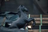 Fontanna na skwerze przed Konińskim Domem Kultury odzyskuje dawny blask