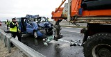 Droga S8: Wypadek piaskarki pod Wrocławiem. Jedna osoba nie żyje (ZDJĘCIA)
