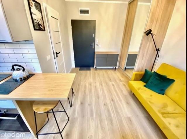 Jeśli chodzi o mieszkania mniejsze niż 20 m kw. w Poznaniu oferty są bardzo zróżnicowane. Część lokali może się pochwalić całkiem wysokim standardem i przemyślnym zagospodarowaniem przestrzeni. Są też inne atuty, jak choćby lokalizacja lub niska cena.  Przejdź do galerii i zobacz oferty --->