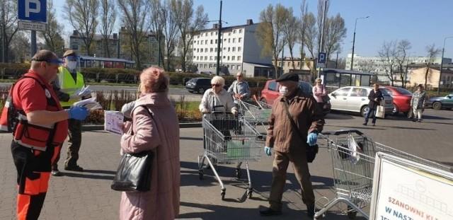 Rok temu w kwietniu rozdawano maseczki dla seniorów. Akcja cieszyła się ogromną popularnością